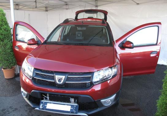 nouvelle voiture banalis e en seine et marne une dacia sandero rouge fonc le blog eplaque. Black Bedroom Furniture Sets. Home Design Ideas